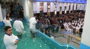 Terceiro Batismo em Águas de 2016 - Junho (302 novos membros)