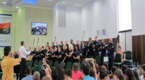 Coral da Melhor Idade da Capital Paranaense canta no ultimo Batismo de 2014