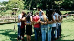 Adolescentes da IEADJO também oram por Joinville