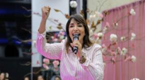 CULTO ROSA: Soraya Moraes ministra para centenas de mulheres da UFADVILLE