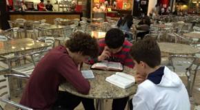 UNIAADJO realiza evangelismo Conectados com a Palavra...