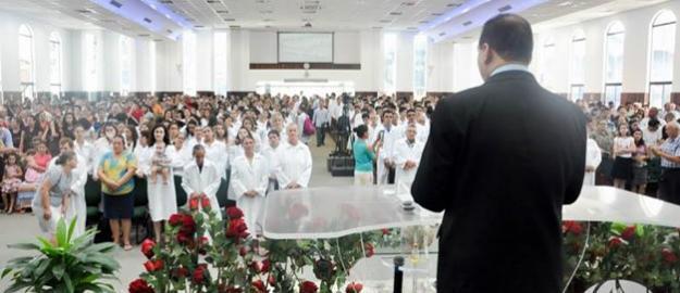 IEADJO realiza batismo em águas com 303 novos convertidos