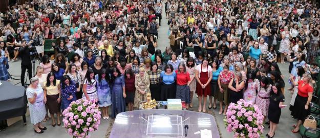 Mais de mil mulheres participam da 8ª Conferência Feminina da UFADVILLE